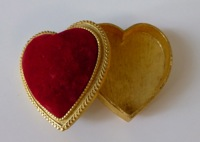 Florenza Gold Heart Shape Box